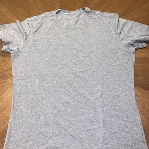 XL gray lululemon tee shirt